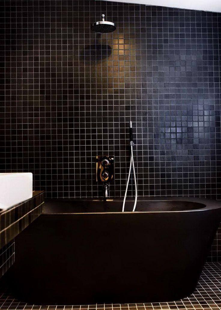 Bathroom Design Ideas in Black | Luxury bathroom inspirations with black tiles | #luxurybathrooms #luxuryideas #bathroomideas