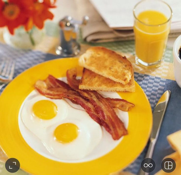 Incepem ziua de azi cu un mic dejun proaspat, natural si plin de energie! #MicDejun #TrattoriaRomana #PiataLahovari