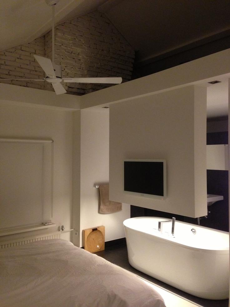 Pas geleverd; Casafan Eco Neo II in wit, perfect passend in strak modern bad- slaapkamerinterieur. (http://www.ramonclement.com/)