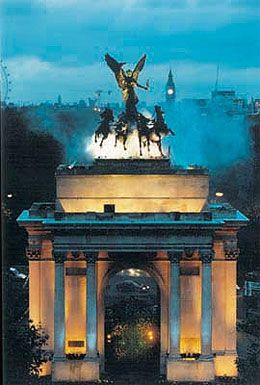 Wellington Arch London, also known as Constitution Arch was originally conceived as the gateway to Buckingham Palace but ended up being erected at Hyde Park Corner. You can visit the Wellington Rooms and their great advantage point to see the surrounding area and the Horse Guards pass through the arch every day.