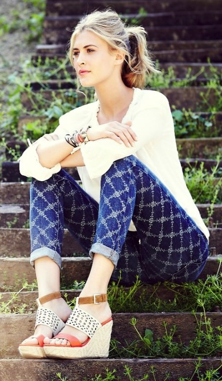 Pattern jeans + wedges