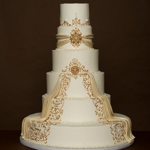 This is an unexpected addition to the Winter Wedding Cake Portion, but how can I just ignore this beauty?