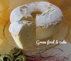 La chiffon cake o ciambella americana è una torta dalla consistenza leggerissima. Spolverizzata solo di zucchero a velo...si scioglie in bocca!!!
