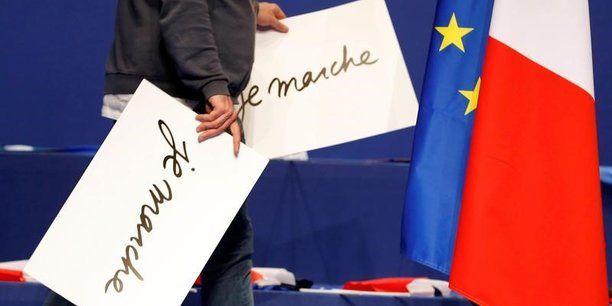 PARIS - Le mouvement d'Emmanuel Macron, La République en marche, a rejeté lundi les accusations portées par certains de ses adhérents qui ont saisi la justice, estimant que le parti reniait ses principes de démocratie participative. Le tribunal de grande instance de Créteil (Val-de-Marne) se penchera mardi sur un recours en référé déposé par une trentaine de militants LREM afin de faire annuler un scrutin en ligne débuté dimanche et qui doit permettre le vote des statuts du mouvement. &qu...