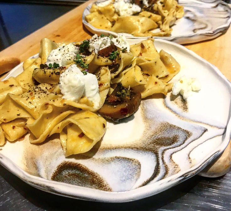 Marinated mushroom pappardelle with buffalo mozzarella & thyme flowers. 🍄🐄🧀🍝🍽