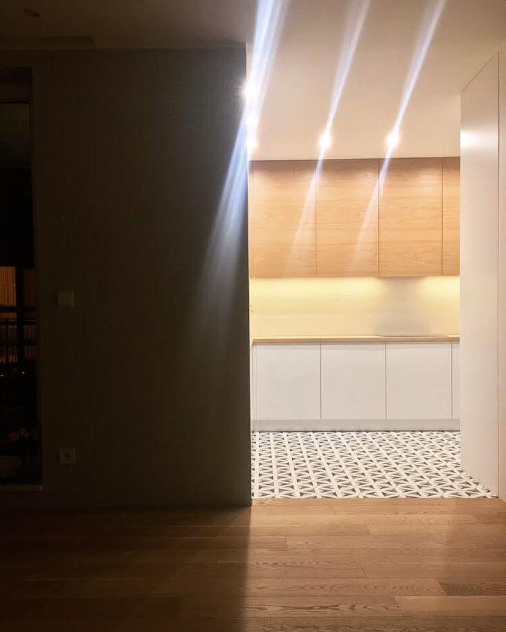 Jeszcze chwilkę potrzymamy Was w niepewności ale już jutro wstawimy zdjęcie z bliska efektu końcowego dopiero co skończonej przez nas kuchni. #kuchnia #kitchen #kök #küche #køkken #kitchendesign #decor #meble #nawymiar #furniture #dąb #oak #interior #wnętrza #dom #home #nowemieszkanie #instakitchen #instasize #picoftheday #instagood #stolarz #warszawa #warsaw #poland Artystyczne zdjęcie