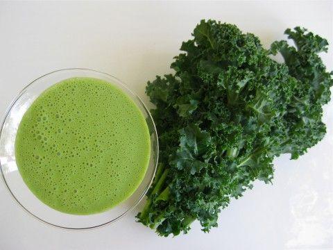 This raw vegan sweet kale green smoothie tastes JUST like pistachio ice cream!