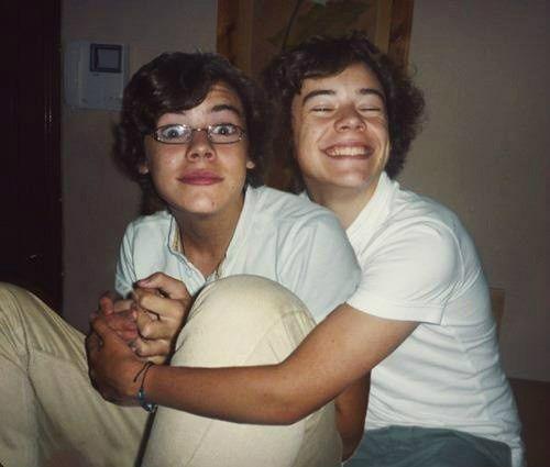 OMG hahaha It's Edward and Harry Styles.