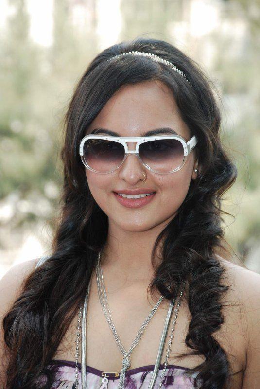 Sonakshi Hairstyle | Sonakshi In Saree | Sonakshi Sinha Dresses | Sonakshi Sinha Smile |
