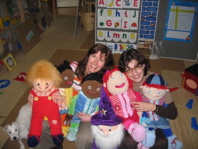 Onze handpop is een vriendelijk hulpmiddel voor therapeutische en educatieve doeleinden in scholen, peuterspeelzalen, kinderdagverblijven en medische instellingen. Hij kan helpen de taal- en sociaal-emotionele ontwikkeling te bevorderen.