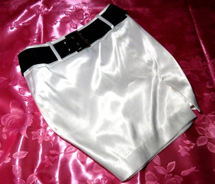 ◆商品説明◆ 艶やかに煌めくホワイトベースの光沢サテンスーツ3点セットです(*^-^*) スカートの太もも限界のスリットが大人の女性の色気を彷彿させます♪ ジャケットのボタンはキラキラしていて華やか☆ スカートの裏地も超ツルツルのサテン素材☆ ぴたっとタイトな作りで女性らしい魅力的なボンキュッ☆な魅惑的なボディラインを演出♪ 超つるつるで肌触り良くとても気持ちよく着用できます(*^-^*) Mサイズ  ホームクリーニング済みですが最近まで愛用していたものなのでほんのり香水の香りなど残っているかもしれ...