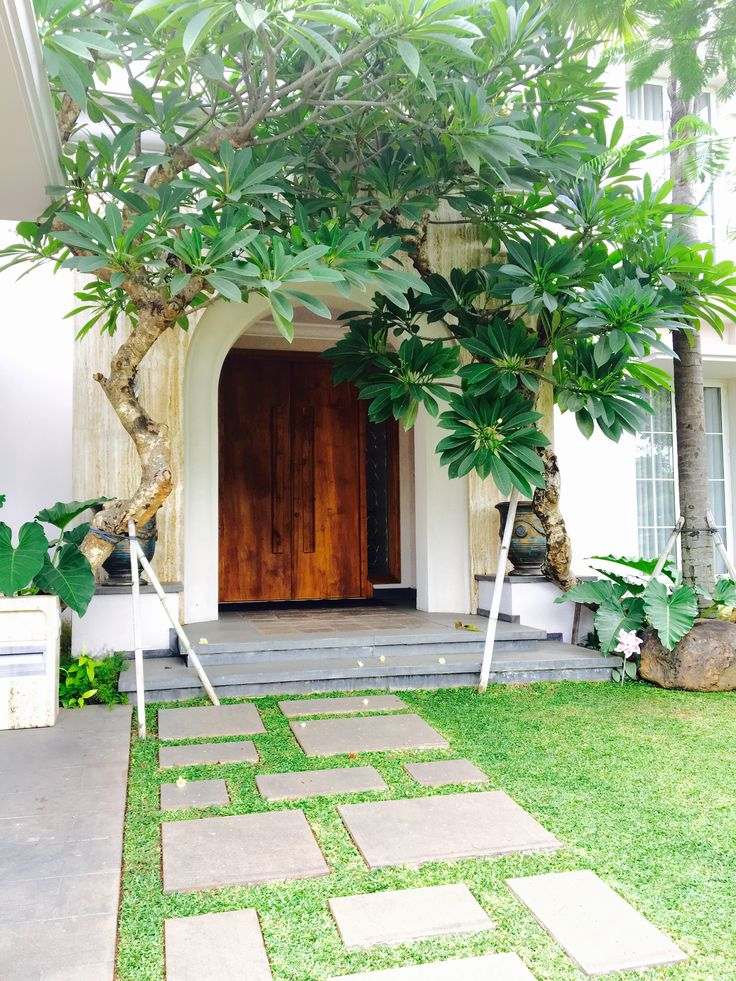Entrance. Private residential project. Location: Tangerang, Indonesia. Architect: Alexander Hudianto - Lex and Architects.