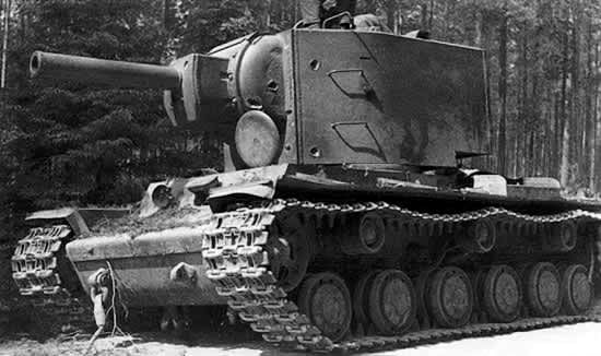 When Operation Barbarossa began, the Red Army was equipped with 508 new KV tanks. So effective was its armour that the Germans were incapable of destroying it with their tanks or anti-tank weapons and had to rely on 88 mm anti-aircraft guns (flak) or 105 mm guns to knock them out. #worldwar2 #tanks