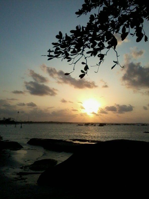 Sunset di pantai tanjung tinggi belitung www.cakrabuanatour.com