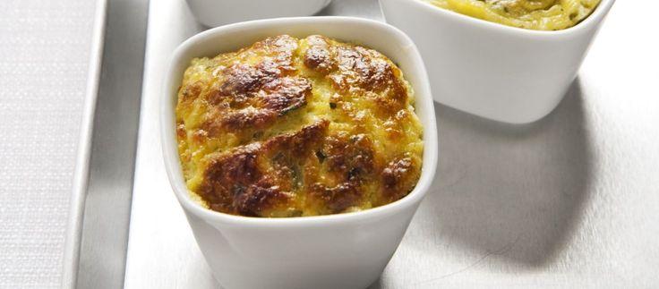 La ricetta dello sformato di zucchine del Cucchiaio d'Argento è facile e deliziosa. Può essere servito come antipasto oppure diventare un contorno sfizioso