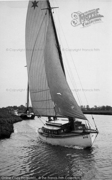 Reedham, Sailing on the River Yare c1955 #sailing #yachting #nostalgia