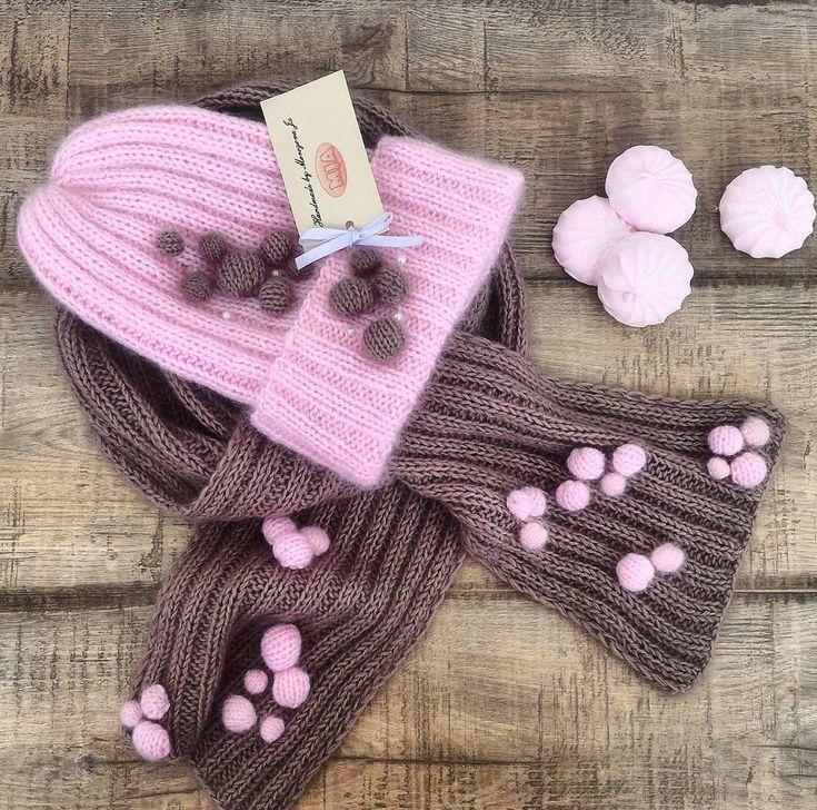 Сегодня на завтрак шапочка цвета клубничного зефира и шарфик цвета какао с молоком:))☕#вязаныйкомплект #вязанаяшапка #мохероваяшапка #вязание #knitting #knitwear #knit
