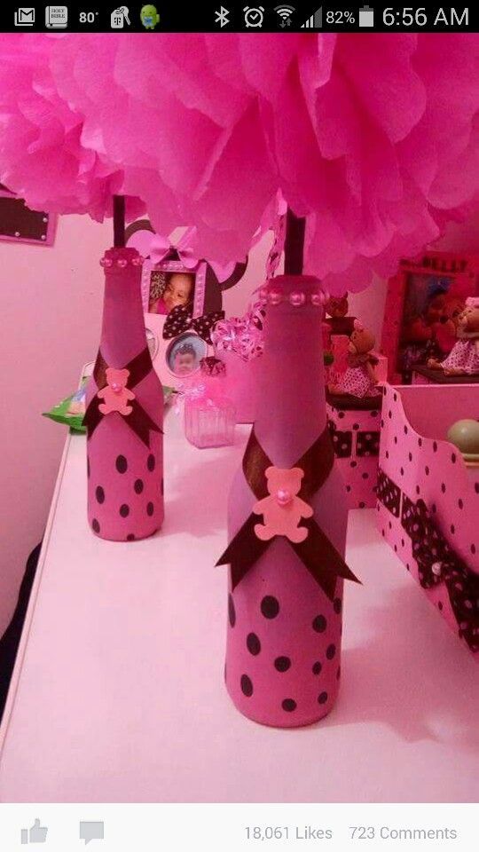 Globos de látex como envoltura para decorar botellas. #ManualidadesParaFiestas