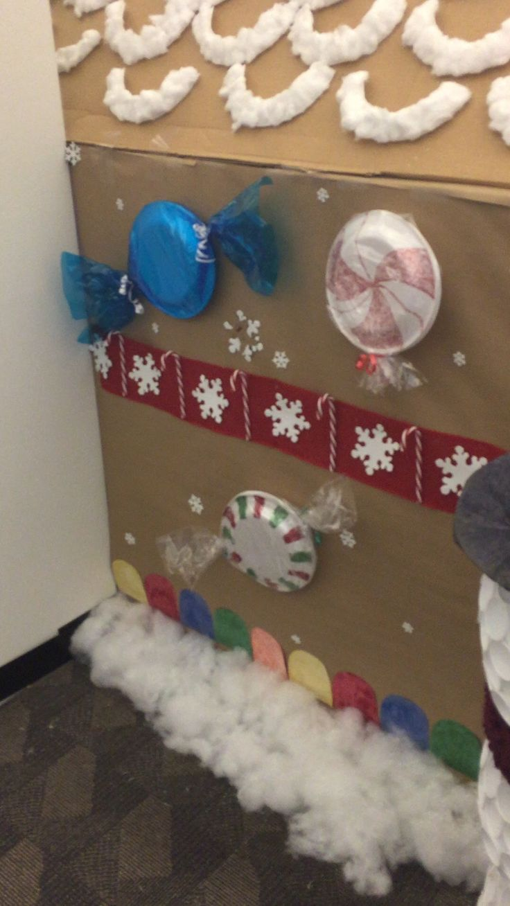 17 best ideas about christmas cubicle decorations on for Cubicle decoration xmas