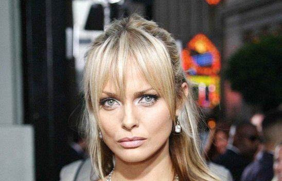 Izabella är programledare av Top Model Sverige.