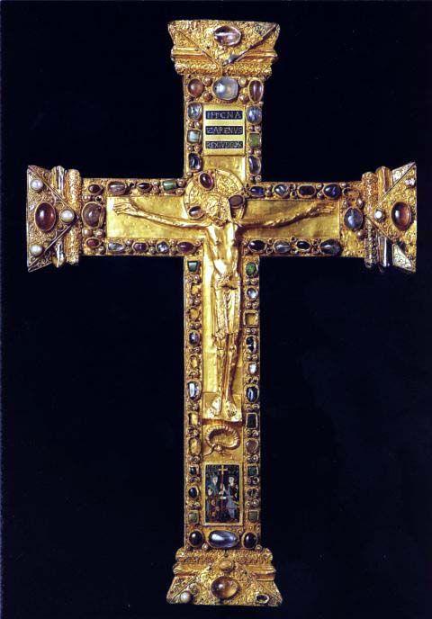 .Cruz de altar hecha para la abadesa Matilde, en la catedral de Essen Alemania