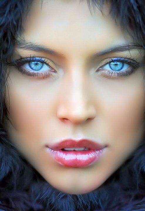 Je hebt blauwe ogen. En je bent benieuwd welke kleur(en) oogschaduw blauwe ogen het beste ophalen?