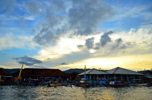Fish market: In the morning, tourists can visit Ciletuh fish market to buy seafood or simply take photos. (Photo by Ayu ...