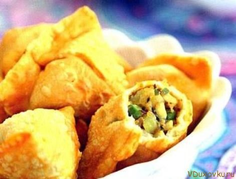Вегетарианские и веганские рецепты / Самосы с картофелем и горохом - рецепт с фото