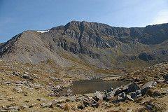 Llyn y Gadair (Tony Garofalo) Tags: wales rural walking landscape countryside nationalpark britain hiking rustic scenic snowdonia hillwalking cadairidris northwales penygadair llynygadair cyfrwyarete foxspath