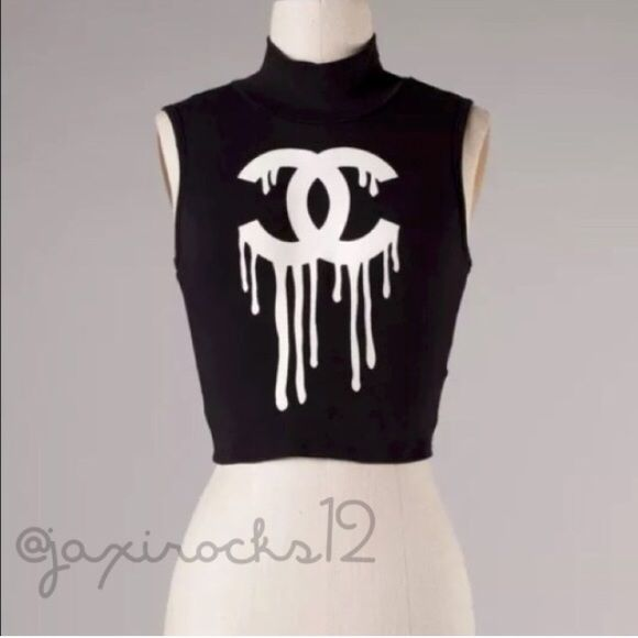 LAST ONE Black and White Crop Top ❤️ Stylish and Fun Black and White Crop Top.    95% Cotton 5% Spandex.  Made in the USA Tops Crop Tops