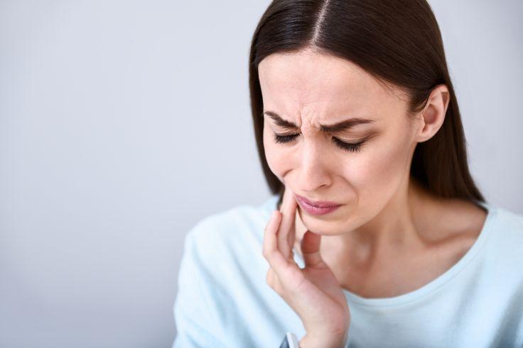 Avez-vous une sensibilité dentaire?En France,1 adulte sur 3 souffre de sensibilité dentaire.Ca vient d'où : elle est due à une érosion de l'émail de la dent ou à un recul de la gencive*.