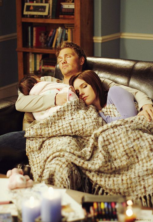 That adorable moment when Lucas helped Brooke with baby Angie, whom she fostered in season 5. #OneTreeHill #Brucas