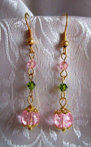 Orecchini con perla rosa e cristalli rosa e verde di Piccoli Capricci di Mara su DaWanda.com