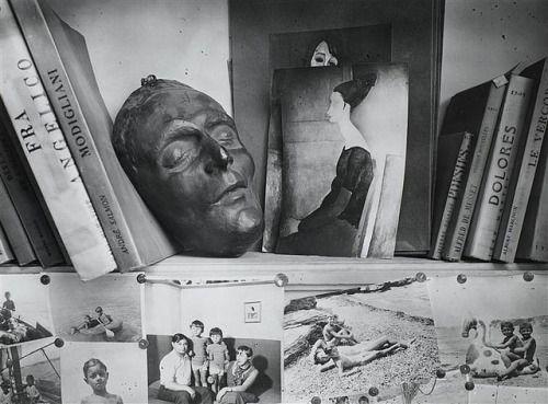 Studio of Moise Kisling with death mask of Modlgiliani. André Kertész (1894-1985.)
