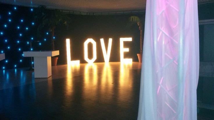 Mooie plaatjes met deze verlichte LOVE letters.