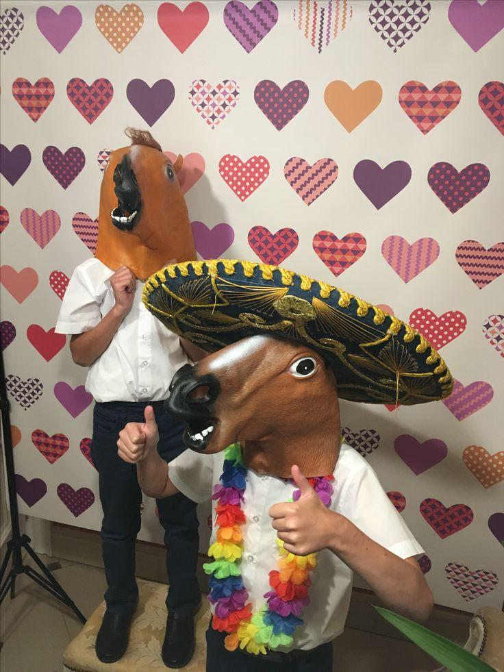 Jest wesoło na weselu Ani i Dawida 😊😂👌 www.otofotobudka.pl Fotobudka Kraków, Małopolska i nie tylko  #otofotobudka #inspiracjeweselne #panmlody #panmlody #wesele #wedding #fotobudka #weddinginspiration #fun #photobooth #koń #photoboothprops #gadżety