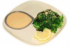 Ореховый соус для салата «Чука» / Арахисовая паста (традиционно для соуса используется паста из орехов кешью, но мы возьмем арахисовую) – 4 больших ложки  Соевый соус – 4 больших ложки  Масло кунжутное – 2 маленьких ложки  Уксус (желательно рисовый, но можно заменить яблочным соответствующей крепости) – 3 маленькие ложки  Мирин (рисовое вино) – 3 маленькие ложки  Кунжут жареный – 3 маленькие ложки  Как готовить  В сотейник кладем арахисовую пасту, и добавляем немного воды. Ставим на…
