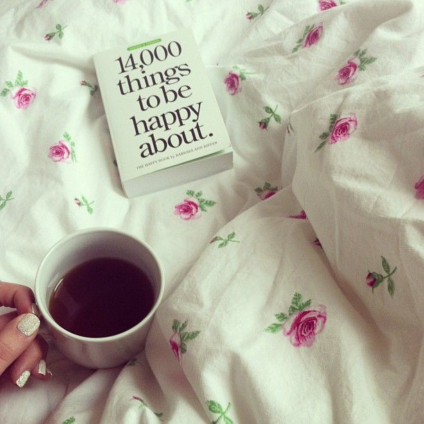 #good #morning #reading #bed #tea #floral #caviar #nails ☕ itscaroo