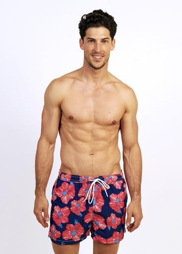 Beachwear (13 Results found) Men's Beachwear Jet off into the tropics with beachwear that emanates style - swim trunks, briefs and boxers with colorful prints and classic icons.