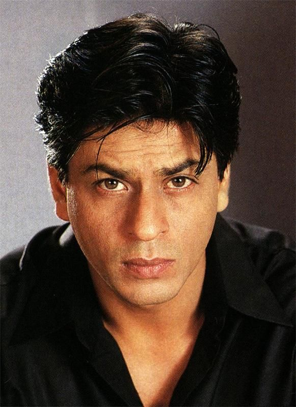"""""""It hurts to look into the eyes, who love and who does not love you...""""MaxFrye @Olivia Gulino SRK Ohhh..So true!..Your eyes .. pic.twitter.com/4k1YZI2CHy"""