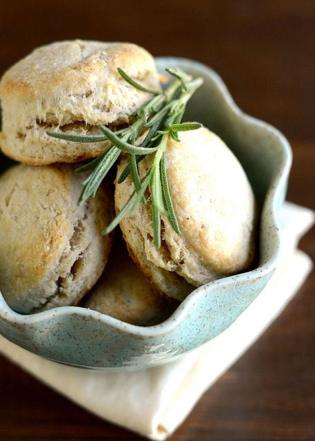 Rosemary & Olive Oil Biscuits #thanksgiving
