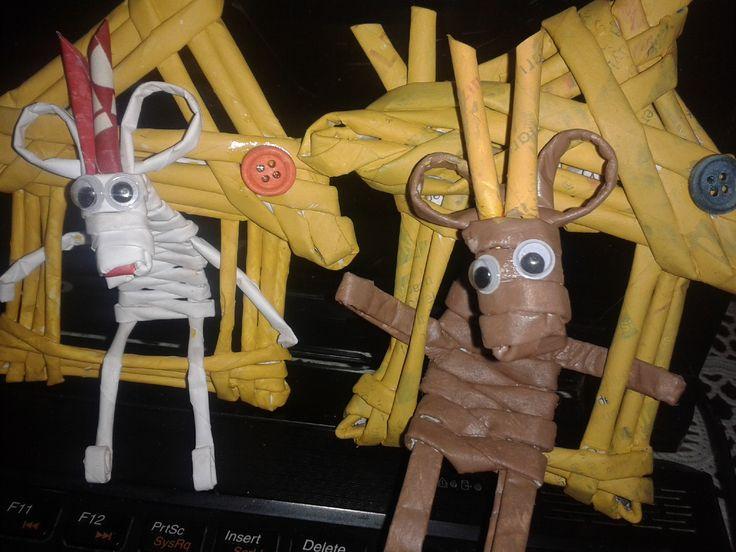 newspaper weaving ideas - paper crafts - kapı süsü - cute reindeer -
