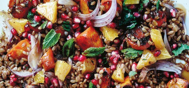 Recept: Arabische speltsalade met wortel, munt, granaatappel en sinaasappel