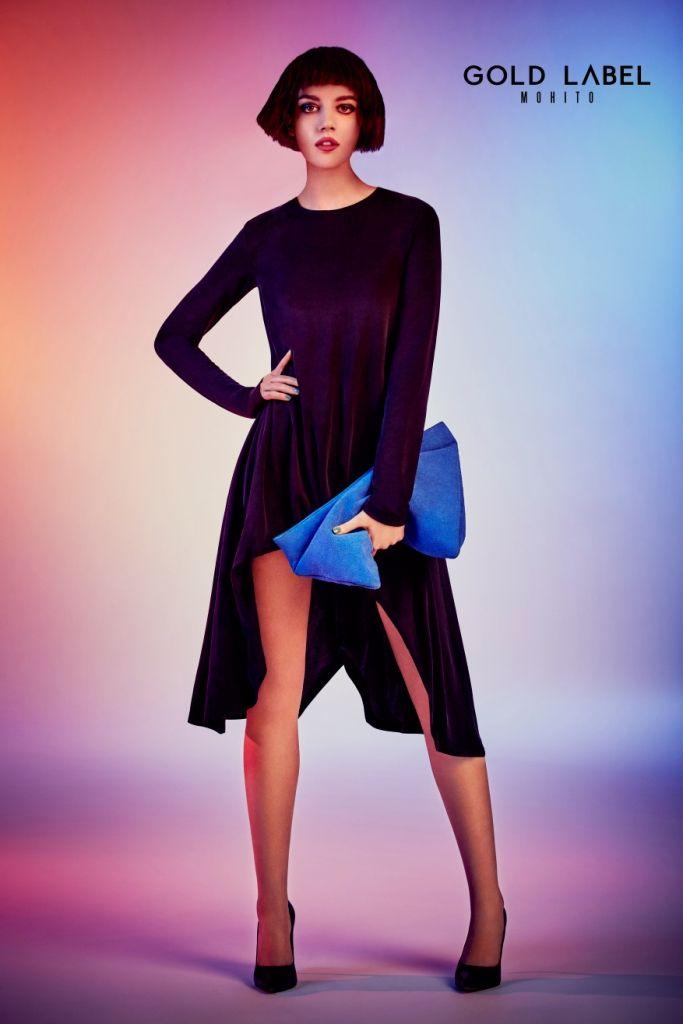Topánky a kabelky vyrobené z kozej kože v odtieňoch elektrizujúcej modrej. Náhrdelníky s aplikáciami z farebných kamienkov a slnečné okuliare s farebnými sklami sú neodolateľné.