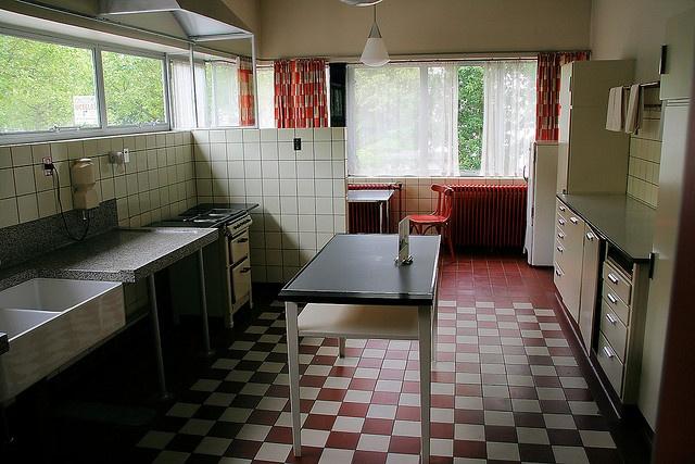 Kitchen Sonneveld House   dambordvloer geblokte vloer dubbelhardegenbakken tegels   soortgelijk tegels bij mozaiek utrecht