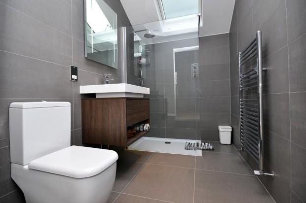 Grey/white bathroom