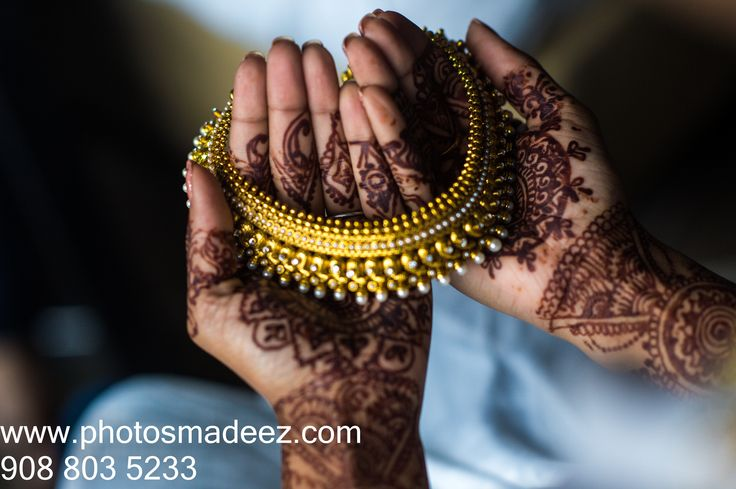 Bride's jewelry in Indian Wedding in Hyatt Jersey City, NJ with SV Bridal Concepts, Sanjana Vaswani, Moghul Catering, Best Wedding Photographer PhotosMadeEz, Award winning photographer Mou Mukherjee. Bengali Wedding, Bengali Bride, #BrindaAndReechik