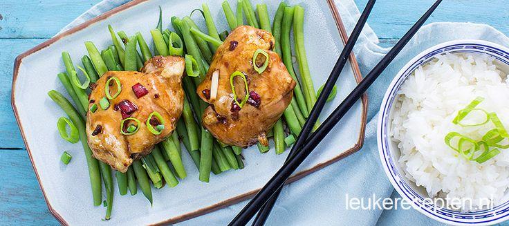 Kippendijen uit de oven in een stroperige oosterse saus met boontjes en rijst