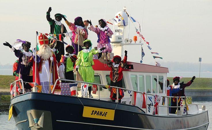 Sinterklaas met zijn Pieten op de boot 2015