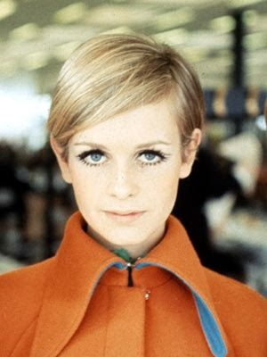 Twiggy 1960 orange vintage fashion, 1960s models, Twiggy hair, Twiggy beauty, Twiggy style